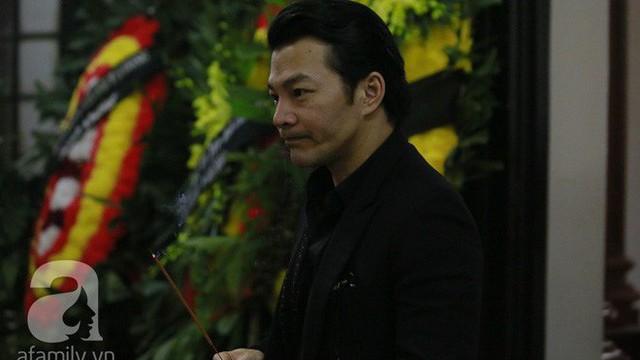 Trần Bảo Sơn đến viếng đám tang của bố vợ cũ