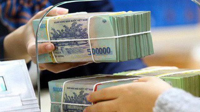 Lãi suất liên ngân hàng đồng loạt vượt 4%, giá USD bật phiên cuối năm