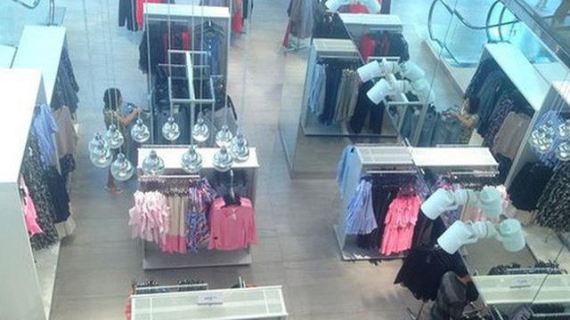 Hàng thời trang ở trung tâm thương mại Sài Gòn vắng hoe