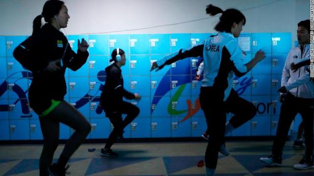 """Tiết lộ cách VĐV Triều Tiên và Hàn Quốc """"phá băng"""", trở nên thân như chị em một nhà"""