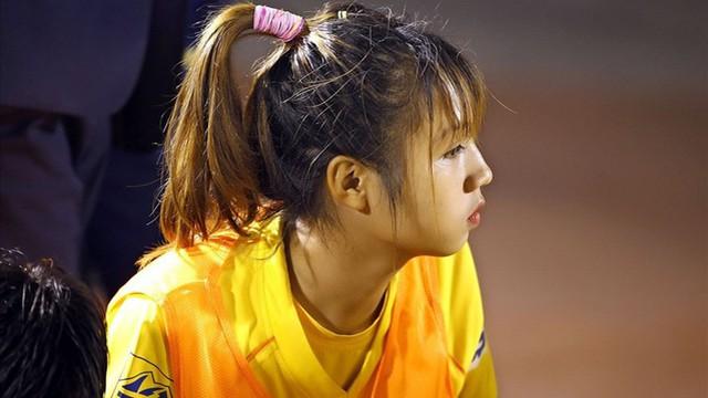 Con gái đá bóng phải được yêu