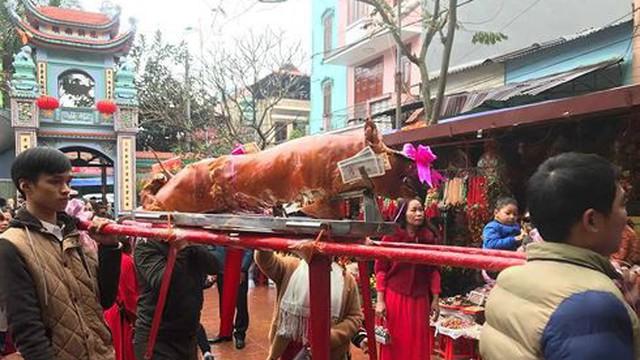 Tiểu thương chợ Đồng Đăng mở lễ hội vui xuân, khoản đãi đặc sản