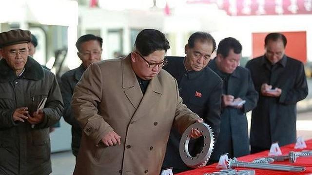 Trung Quốc bất ngờ cấm xuất khẩu nhiều loại hàng hóa sang Triều Tiên