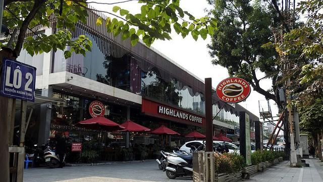 Cận cảnh nhà hàng, thương hiệu nổi tiếng mọc sai phạm trên kênh mương ở Hà Nội