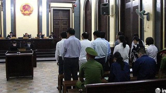Huyền Như rời tòa, nguyên lãnh đạo Navibank không đồng ý mức án VKS đề nghị