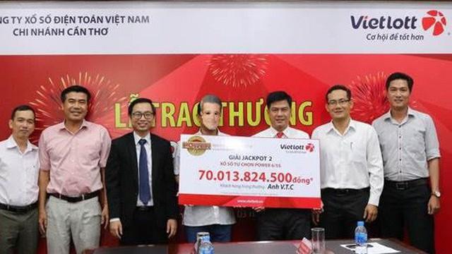 Trao giải cho người trúng Jackpot 2 kỷ lục hơn 70 tỷ đồng ở Cần Thơ