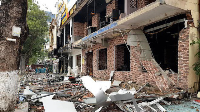 Tan hoang hiện trường vụ nổ dãy nhà 2 tầng ở Nghệ An, kính bắn xa hàng trăm mét