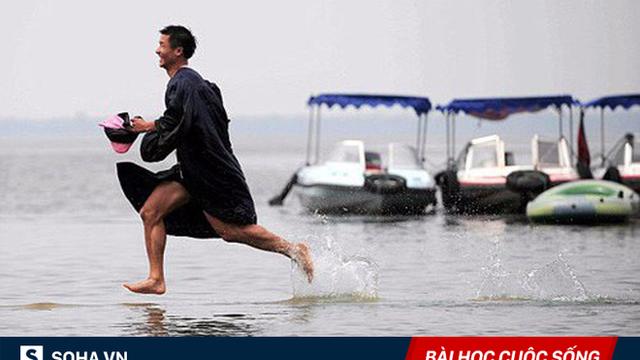 Thấy đồng nghiệp chạy trên mặt hồ, vị tiến sĩ có 1 quyết định khiến anh lập tức phải xấu hổ