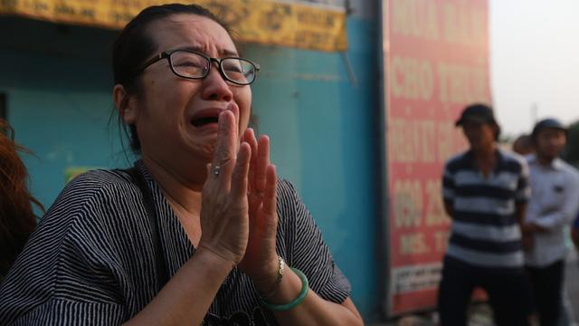 """Vụ cháy chung cư Carina khiến 13 người chết: """"Thăm nhà lần cuối đi con ơi"""""""