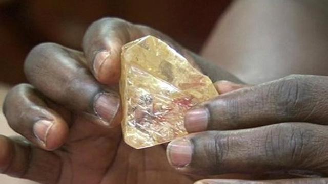 """Người dân châu Phi và nỗi ám ảnh """"lời nguyền kim cương"""""""