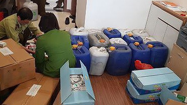 Phát hiện lượng lớn mỹ phẩm, thực phẩm chức năng sản xuất chui