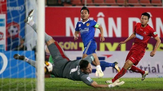 Hai pha cản phá xuất thần, xứng danh số 1 ĐTQG của thủ môn Đặng Văn Lâm