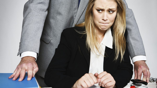 """Nữ phóng viên và những lần bị gạ """"đổi tình lấy việc"""""""