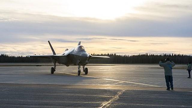 """F-35 tiếp tục thua """"sấp mặt"""" chiến đấu cơ thời Chiến tranh Lạnh"""