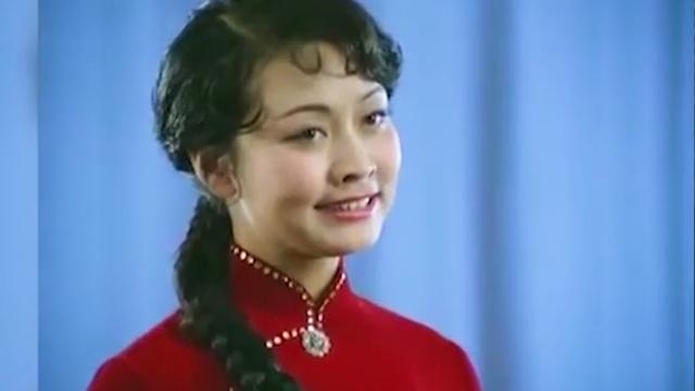 """[PHOTO STORY] Màn trình diễn """"để đời"""" của bà Bành Lệ Viện trước cha ông Kim và bố chồng"""