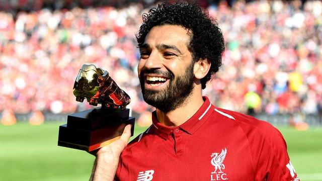 """Lộ diện kẻ """"đánh cắp"""" màn vinh danh dành cho Mohamed Salah ngay tại Anfield"""