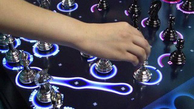 """Nhật Bản tái phát minh môn cờ vua trong thời công nghệ: Hai người chơi cùng đánh một lúc, mỗi quân cờ có """"cooldown"""" riêng"""