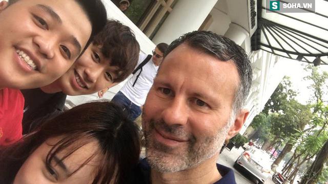 Ryan Giggs bất ngờ trở lại Việt Nam, tươi cười chụp ảnh cùng fan