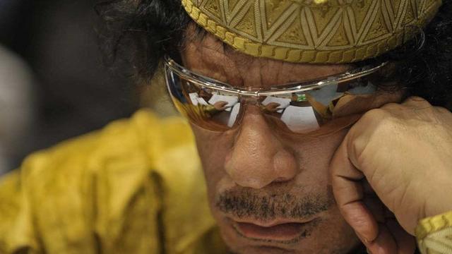 """Từ """"cung điện"""" tới cống ngầm: Đằng sau hành trình cuối cùng của cố lãnh đạo Libya Gaddafi"""