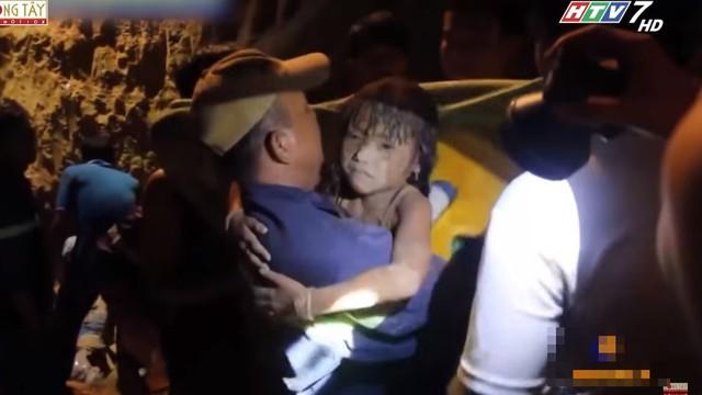 Hoài Linh, Việt Hương khóc trước câu nói ám ảnh của cô bé rơi xuống giếng 12m