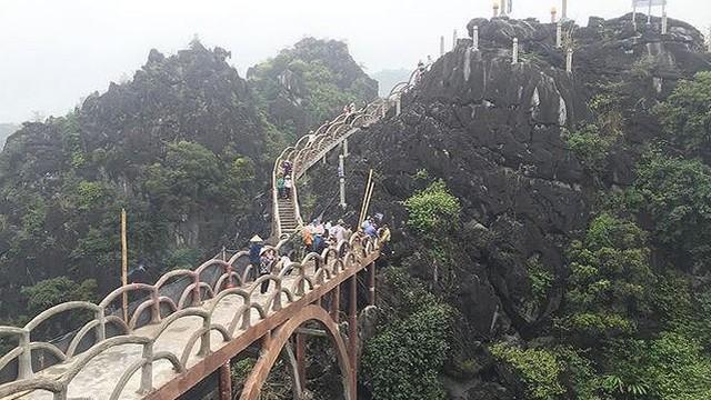 Hàng loạt sở, ngành liên đới công trình 'khủng' không phép ở Tràng An