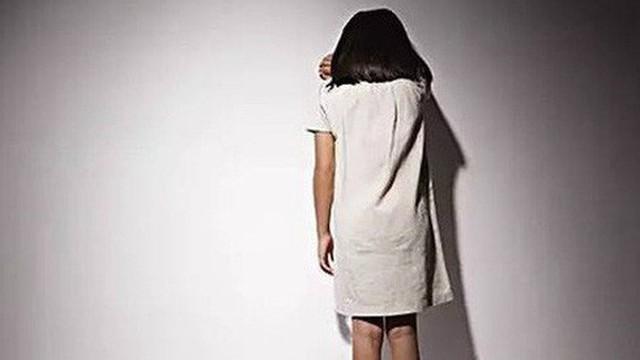 Tạm giữ thầy giáo bị tố sờ soạng thân thể nhiều nữ sinh tiểu học