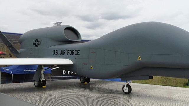 Mỹ tung UAV trinh sát Donbass và Crimea, tàu tên lửa Nga tiến vào Địa Trung Hải