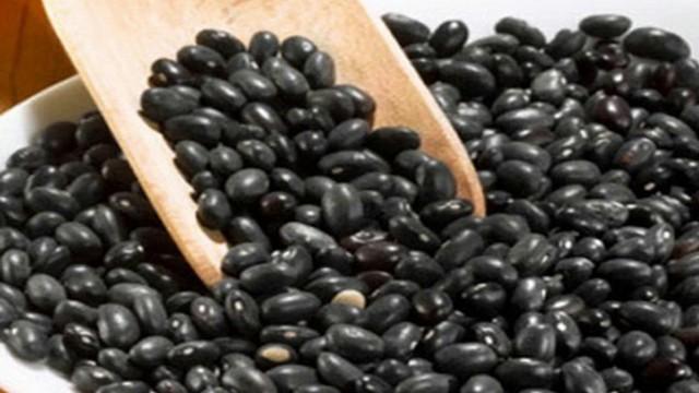 Chuyên gia Đông y tiết lộ 8 bài thuốc trị bệnh rất tốt từ hạt đỗ đen: Ai cũng cần biết!