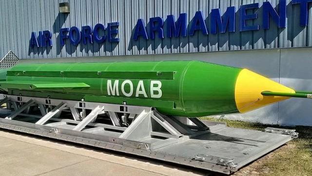 """Mỹ tính trang bị """"Mẹ của các loại bom"""" cho B-52"""