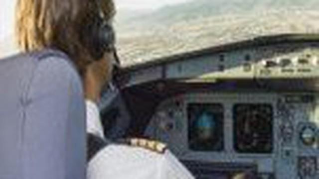 Chi phí đào tạo đắt đỏ và cuộc khủng hoảng thiếu phi công trên thế giới