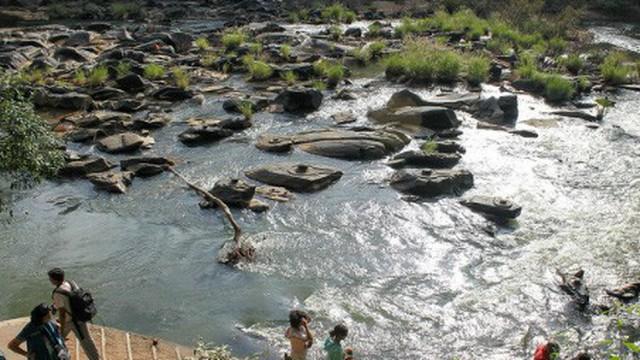 Bí ẩn về những dòng sông có 1000 tảng đá khắc hình Linga
