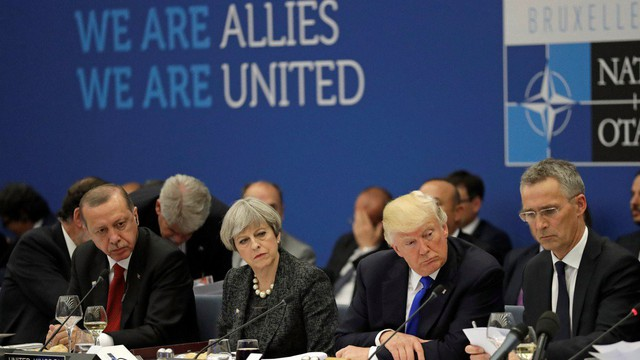 """Lãnh đạo NATO lo ngại ông Trump gây tổn hại tới khối đồng minh, kỳ vọng """"ngăn thảm họa"""""""
