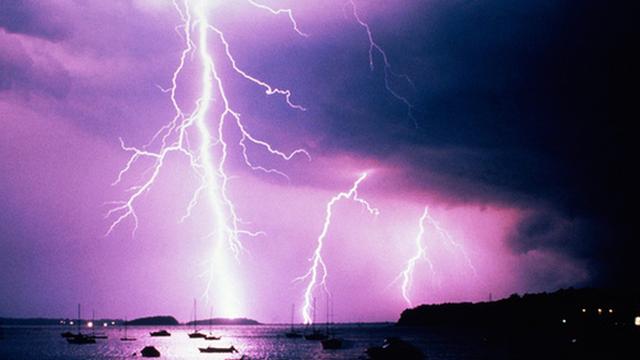 """Đánh cắp... mây: Israel bị """"bắt quả tang"""" dùng vũ khí thời tiết tấn công Iran?"""