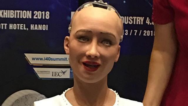 Muôn kiểu sắc thái biểu cảm thú vị của Robot công dân Sophia