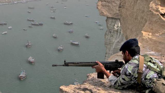 Iran dọa chặn eo biển Hormuz nếu bị Mỹ ép đến đường cùng: Liệu có phải lời nói suông?