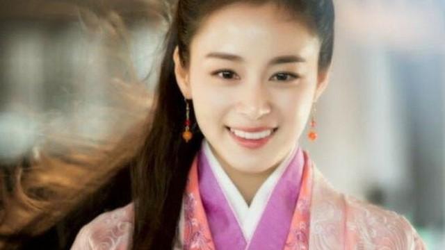 Những mỹ nhân Hàn đẹp gấp bội với tạo hình cổ trang Trung Quốc