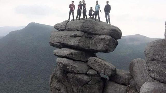Quảng Ninh cấm hoạt động du lịch gây nguy hiểm tại mỏm đá sống ảo
