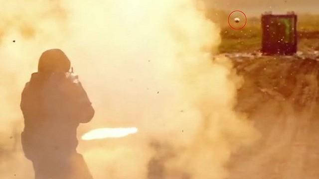 [ẢNH] Cuộc đối đầu nảy lửa giữa súng chống tăng RPG-7 với 45 lớp kính chống đạn