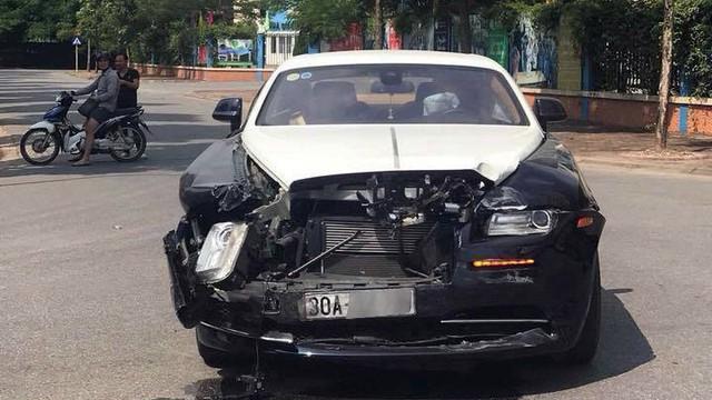 Người điều khiển Rolls-Royce hơn 20 tỉ đồng va chạm với Honda CRV là ai?