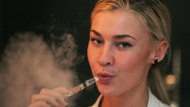 """Tưởng an toàn hơn thuốc lá, nhưng thứ này """"giết"""" phổi nhanh hơn gấp 50 lần"""