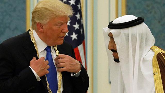 """Tổng thống Trump chơi rắn, ngừng chi trả """"vô lý"""" cho Syria"""