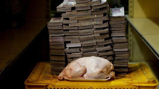 """Mất giá """"khủng"""" như tiền Venezuela: 1 kg thịt giá 9,5 triệu bolivar!"""