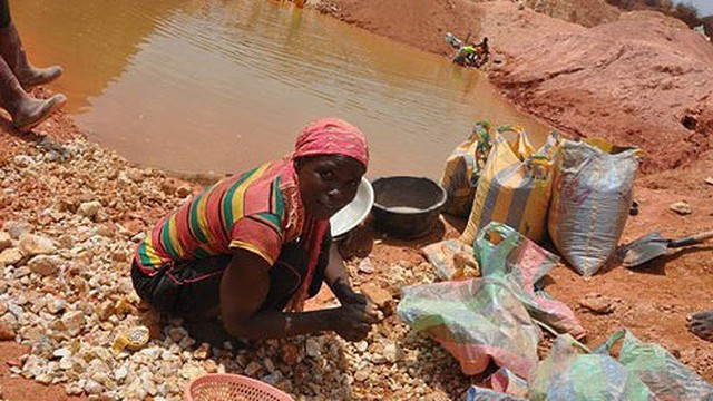 Máu và nước mắt trong những mỏ khai thác vàng ở Cameroon