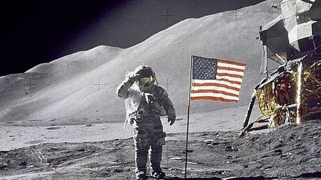 """Tiết lộ """"bản nhạc lạ lùng"""" xuất hiện trên Mặt Trăng trong lần chinh phục đầu tiên"""