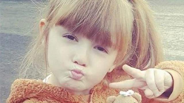 Đau thắt lòng với câu nói cuối cùng của bé gái 7 tuổi trước khi qua đời trong vòng tay của cha mình