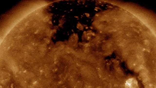Bão Mặt trời sắp chạm đến Trái đất trong nay mai: Nguy cơ tấn công hệ thống điện và vệ tinh đang hiển hiện