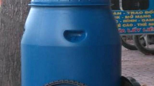 Người phụ nữ lõa thể nghi bị sát hại bỏ trong thùng nước