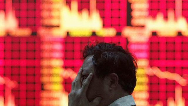 Tin xấu thương mại đẩy chứng khoán Trung Quốc chạm đáy 4 năm