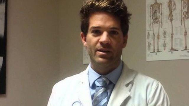 """Mỹ: Bác sĩ nổi tiếng bị nghi cưỡng hiếp """"hơn 1.000 nạn nhân"""""""