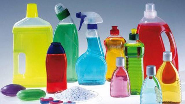 Nhà bạn tích trữ bao nhiêu lọ hóa chất tẩy rửa, vệ sinh: Hãy xem 7 tác hại trước khi mở nắp